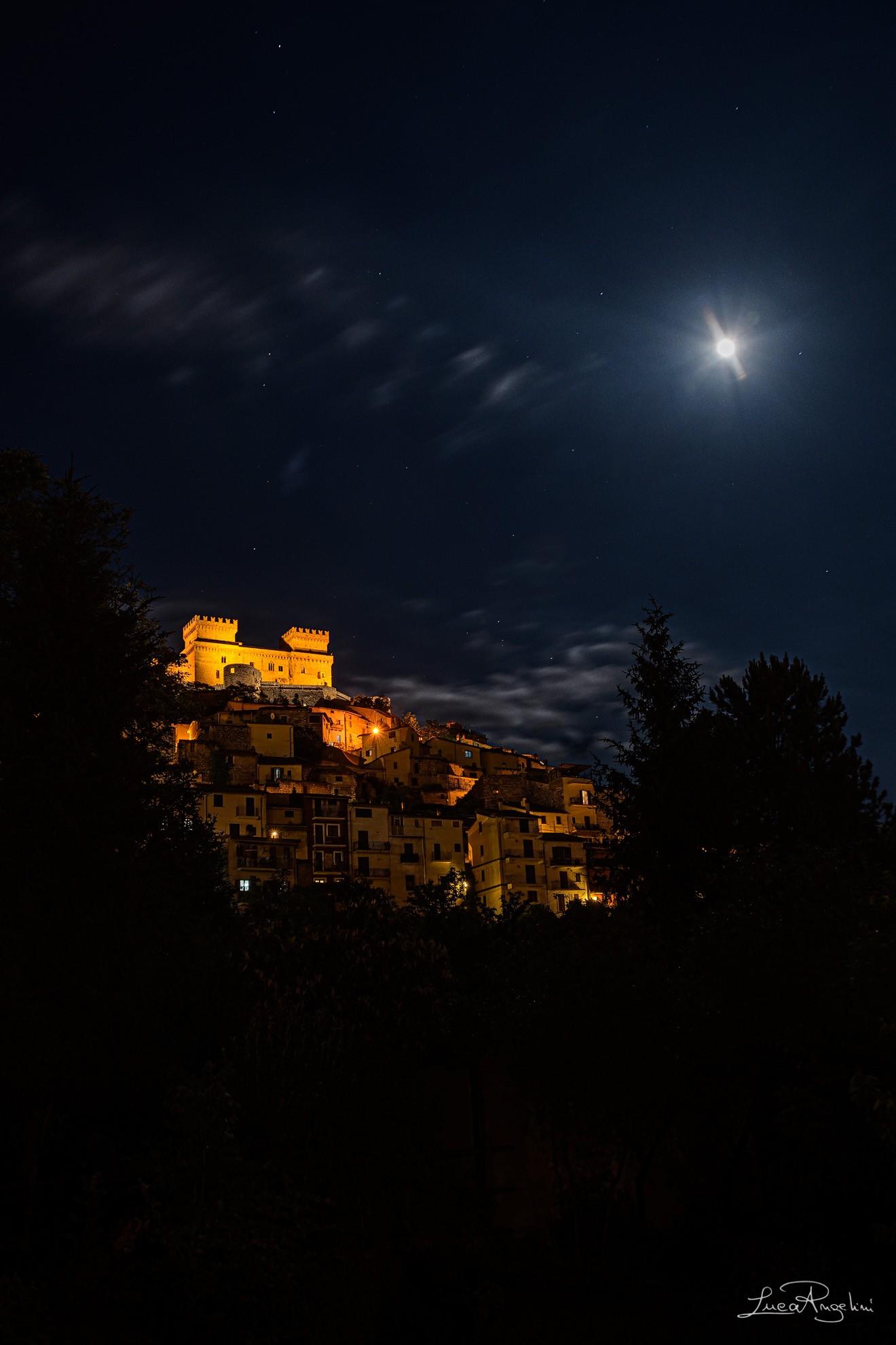 """- MIO PADRE E' UN RE - BIAGIO ANTONACCI """"...Mio padre è un Re vivo in un grande castello lassù..."""""""