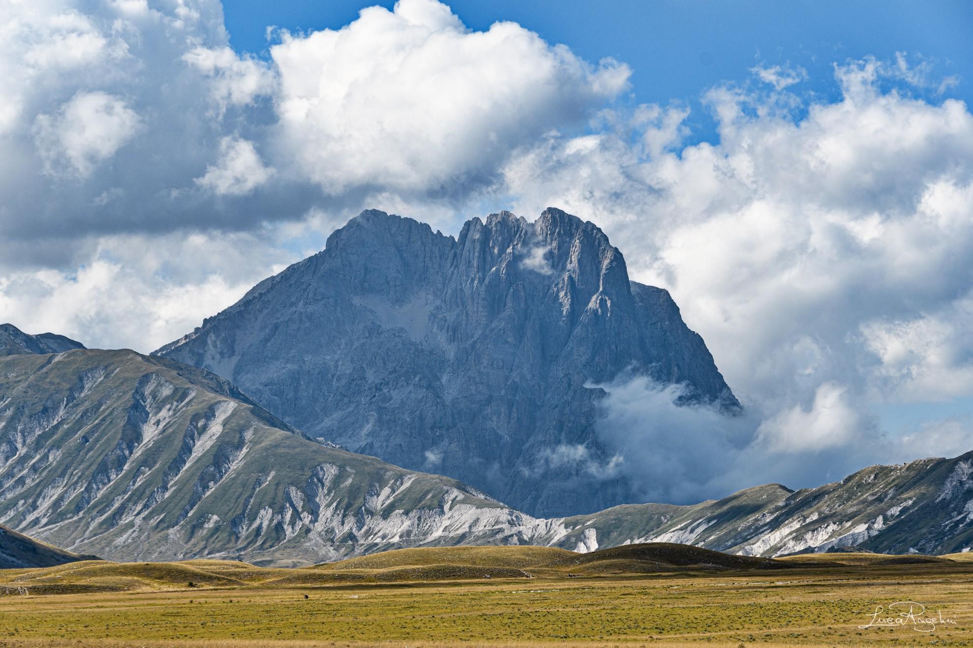 """- PER UNO COME ME - NEGRAMARO """"... Per uno come me c'è un'altra come te che sogna ancora le montagne che parla piano ad un gigante..."""""""