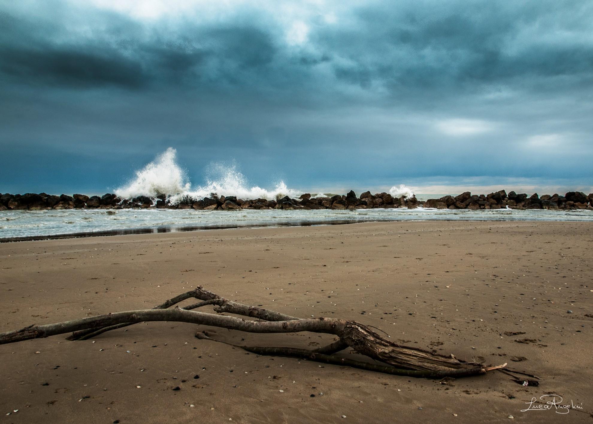 """- SPIAGGE - RENATO ZERO """"...L'inverno passerà fra la noia e le piogge ma una speranza c'è che ci siano nuove spiagge..."""""""