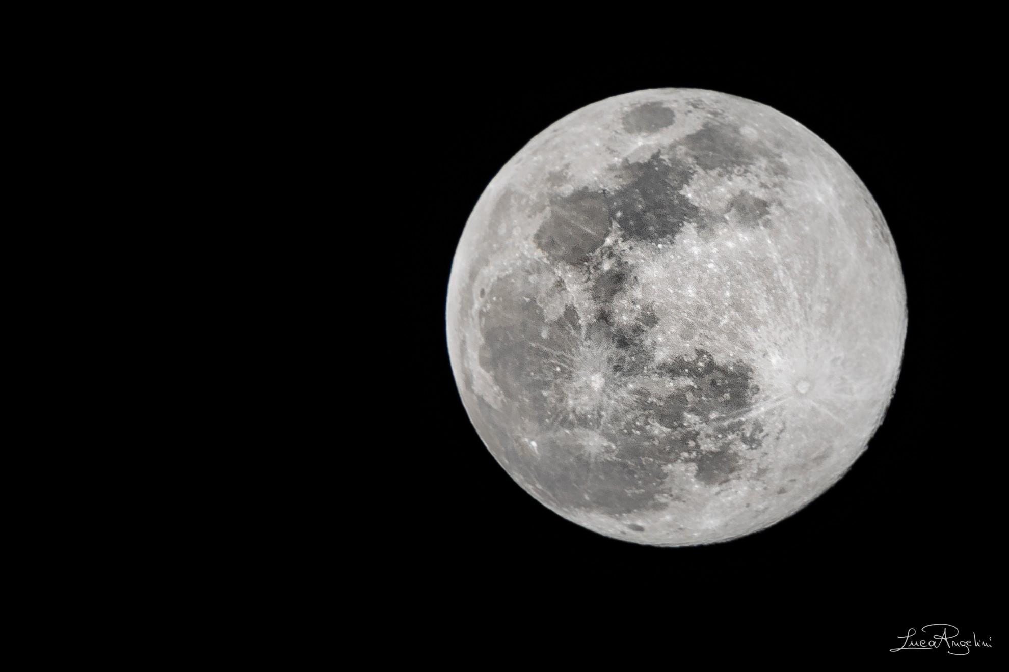 """- DILLO ALLA LUNA - VASCO ROSSI """"... E se c'è qualcosa che non ti va dillo alla luna può darsi che porti fortuna..."""""""