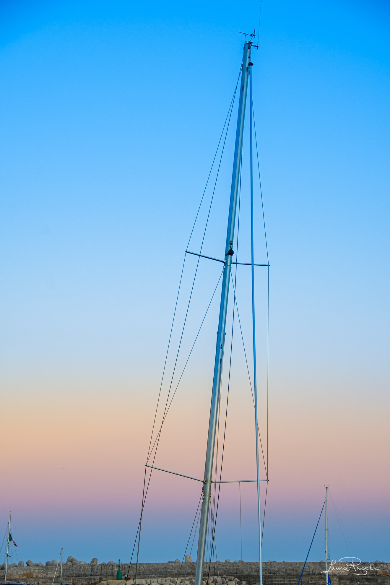 """- CHIAMAMI ANCORA AMORE - ROBERTO VECCHIONI """"... Per quella barca che è volata in cielo che i bimbi ancora stavano a giocare..."""""""