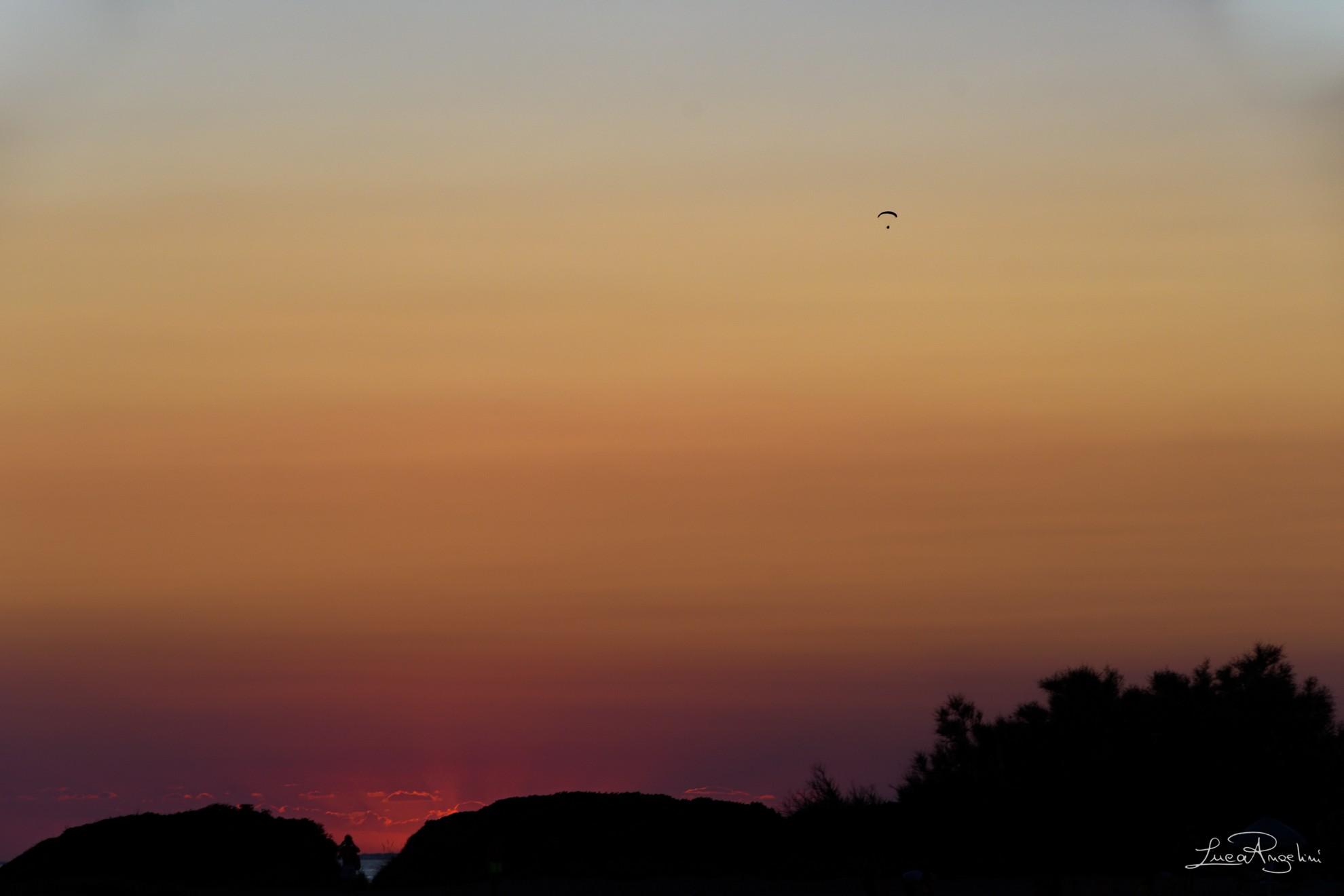 """- L'ESTATE ADDOSSO - JOVANOTTI """"... Pensando a cieli infuocati a brevi amori infiniti respira questa libertà, l'estate e la libertà..."""""""