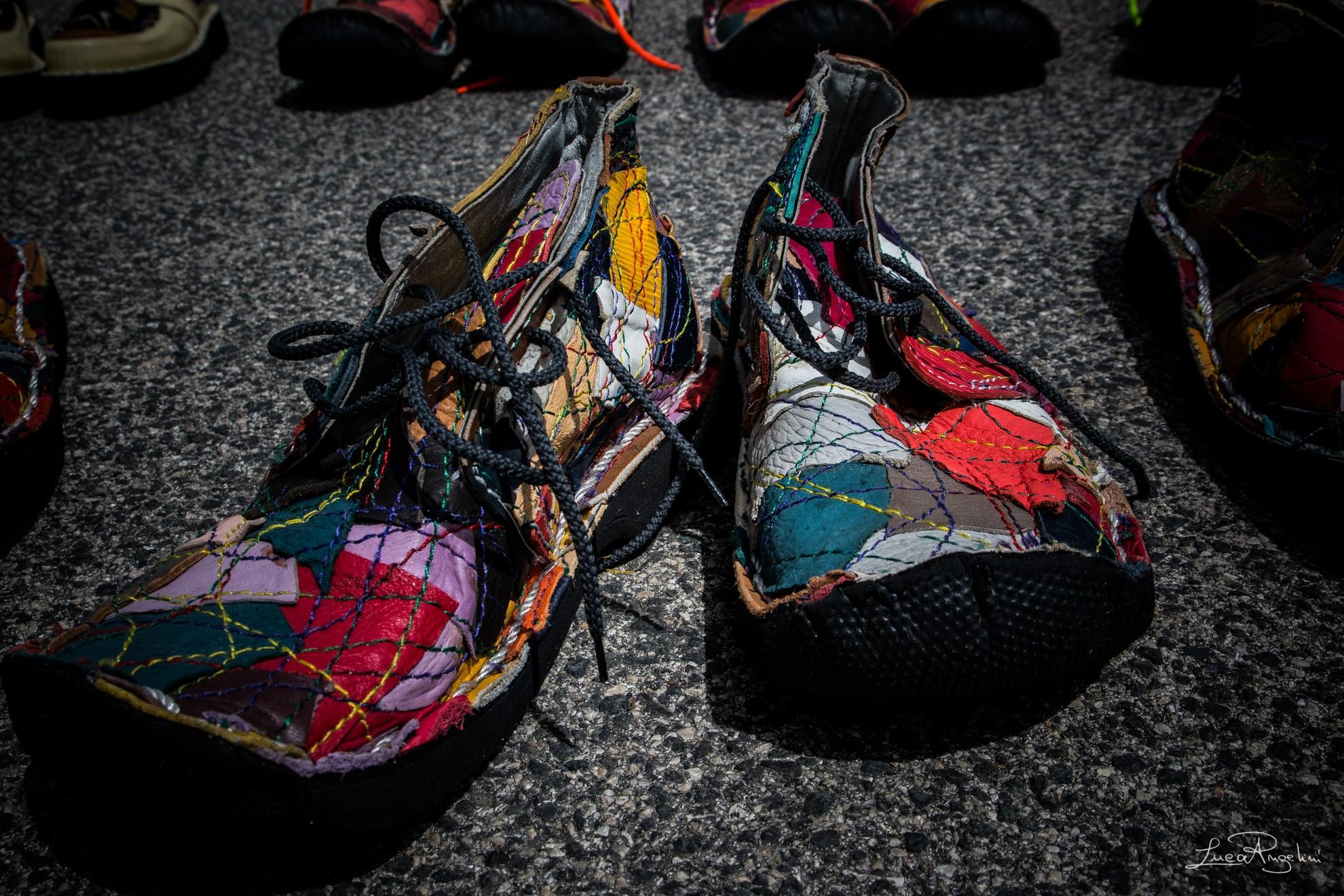 """- HO MESSO VIA - LIGABUE """"... In queste scarpe e su questa terra che dondola dondola dondola dondola...""""⠀"""